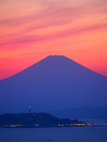江の島と富士山の夕焼け