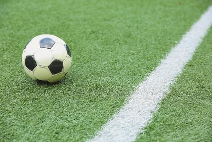 サッカー場とサッカーボール
