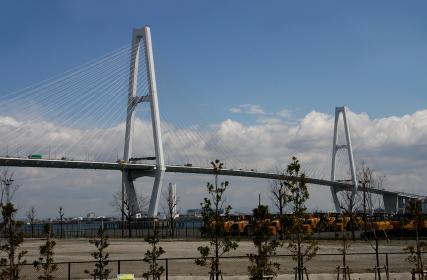 伊勢湾自動車道「名港トリトン」の名港中央大橋(埠頭から)