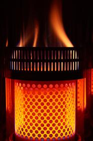 火力の強い石油ストーブの燃焼筒