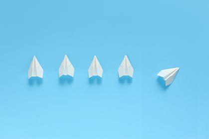 1機だけルートを変える紙飛行機 9