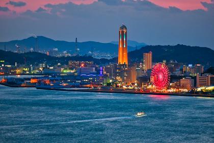 関門海峡をオレンジ色に染める綺麗な夕暮れ