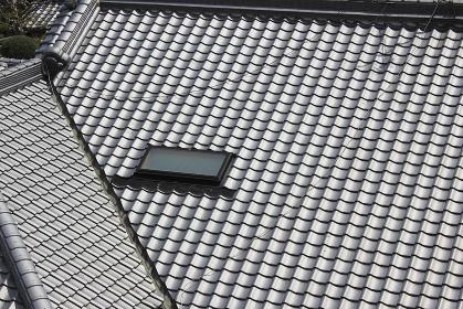 瓦屋根の採光窓