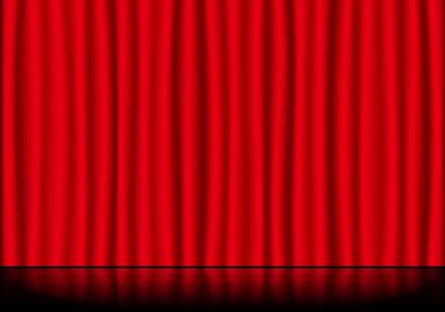 赤いステージカーテンと反射している舞台の床