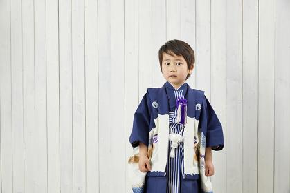 七五三で着物を着た日本人の男の子