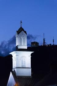 旧出島神学校と稲佐山の夜景