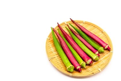 夏野菜の赤オクラと緑オクラ