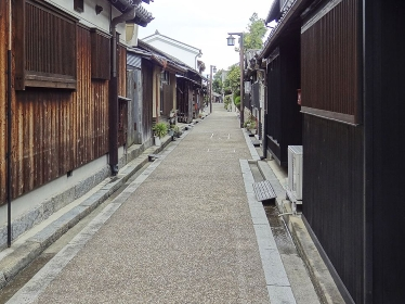重要伝統的建造物群保存地区今井町の家並み