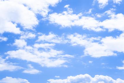 穏やかな青空と雲