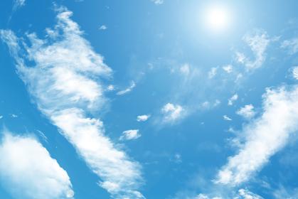 アニメ風の太陽と青空
