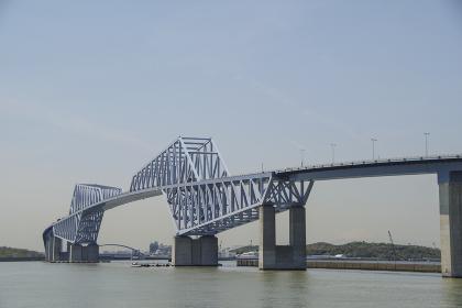 東京湾の入口に掛かるゲートブリッジ