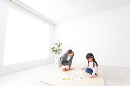 ネイティブスピーカーと英語を勉強する子ども