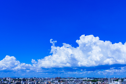 入道雲 積乱雲 都会 夏【夕立が来る直前の空模様】