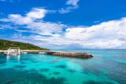 沖縄県宮古島、6月の来間港・日本