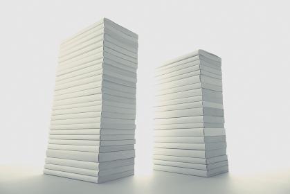いろいろな形の積み重ねた本の集合