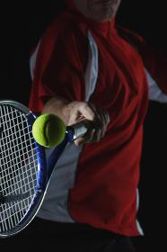 テニスボールを打つ瞬間