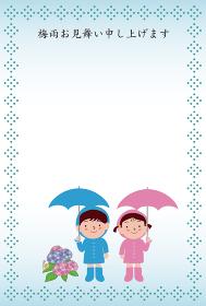 傘をさすレインコートの男の子と女の子の梅雨見舞い状