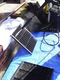 高圧洗浄機でエアコンフィルターを洗浄する