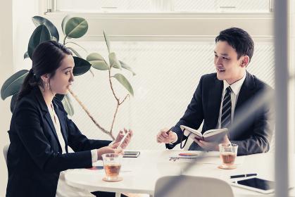 会議・ビジネスイメージ・2名