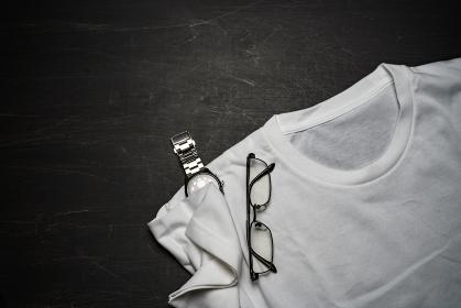 シャツとメガネと腕時計