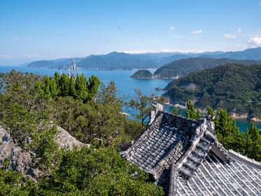 秋晴れの青空と西伊豆松崎町の烏帽子山山頂から見た雲見海岸周辺の風景 9月