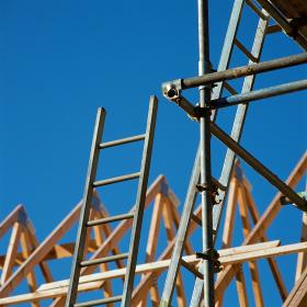 建設現場の骨組み