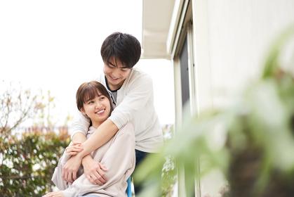 愛を育むアジア人の夫婦