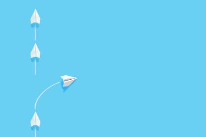 列からはみ出る紙飛行機 3