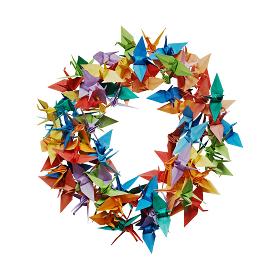 白バックに折り紙の鶴で作った円形