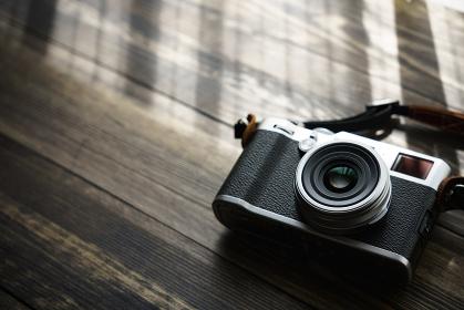 レトロな雰囲気のあるデジタルカメラ