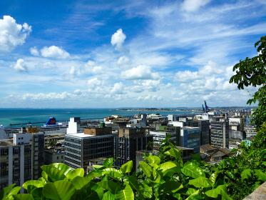ブラジル・サルバドールにてクルーズカイーダ付近からの街並みと海の眺め