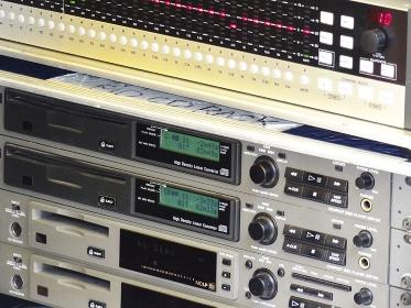 野外コンサートの音響機器