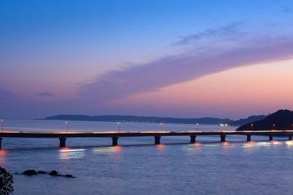 角島大橋に沈む美しい夕陽