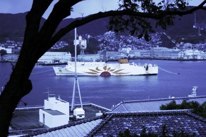 運河の船が見える風景