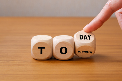 今日と明日 選択 サイコロの目を変える手