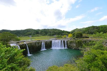 東洋のナイアガラ 原尻の滝を見下ろす