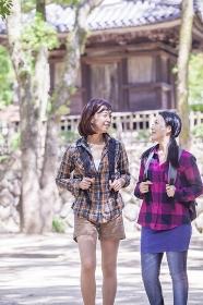 観光旅行をするミドル女性