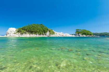 夏の青空と岩手県宮古市の浄土ヶ浜