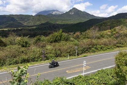 蒜山大山スカイラインを行くバイク