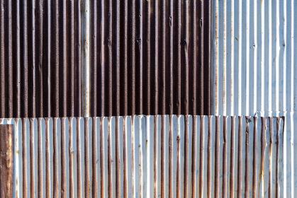 錆び付いたトタンの波板テクスチャ