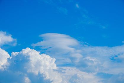 青空 空 入道雲 夏の空 背景 背景素材 8月 コピースペース
