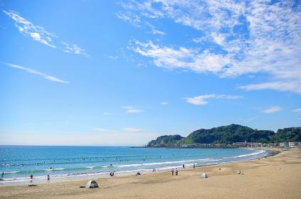鎌倉の由比ガ浜から稲村ガ崎方向の風景