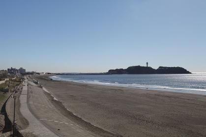 片瀬西浜海水浴場と江の島