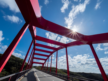 対馬 秋晴れの誰もいない静かな万関橋の風景
