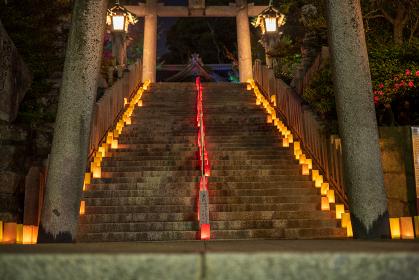 関門海峡キャンドルナイト(灯籠でライトアップされた甲宋八幡宮)