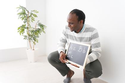 英会話の指導をするネイティブ教師