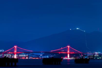 夜空と赤い吊り橋と洞海湾