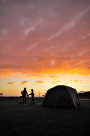 夕焼けのキャンプ場
