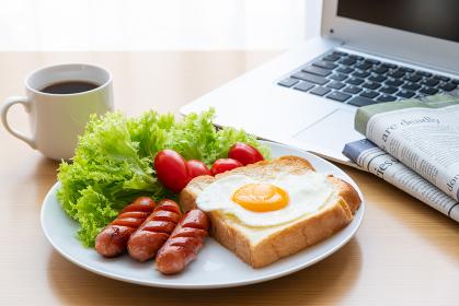 モーニングセット 朝食イメージ 英字新聞 ノー氏パソコン