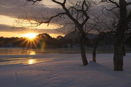 朝焼けの小野川湖